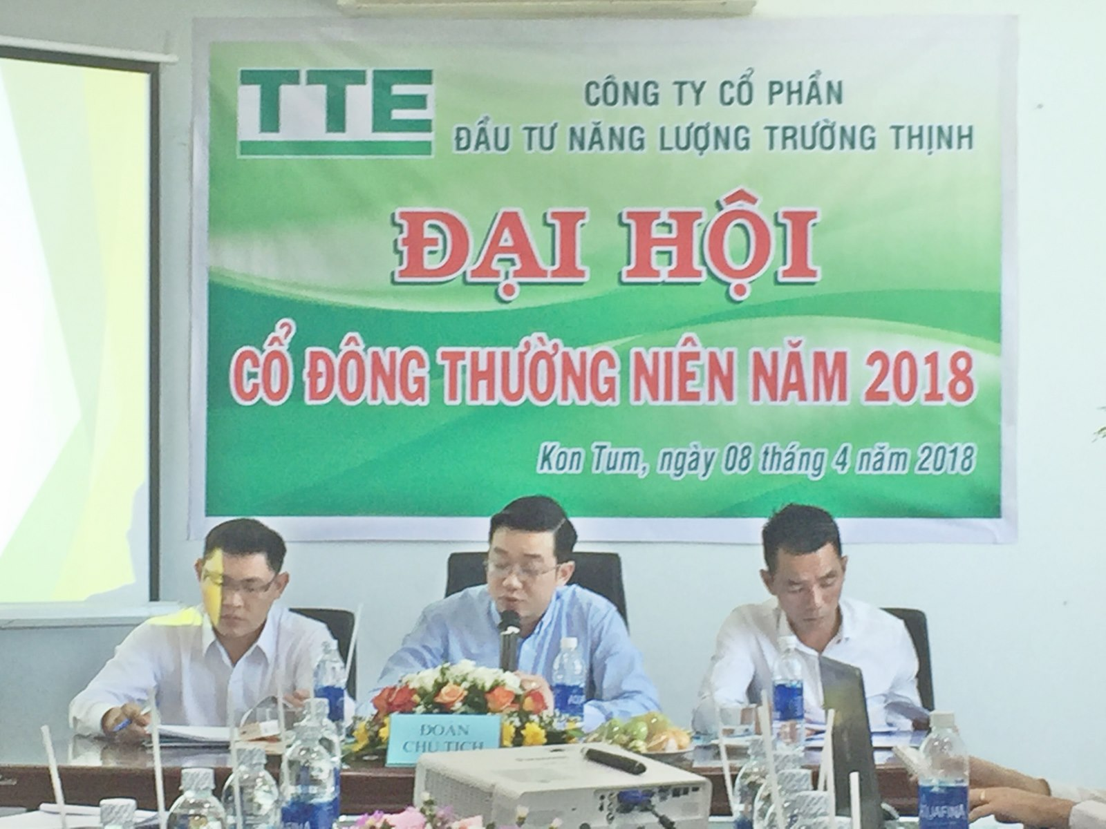 Ông Trần Quang Chung – Chủ tọa (giữa), Ông Lê Văn Khoa – Thành viên (trái), Ông Nguyễn Ngọc Trung – Thành viên (phải)
